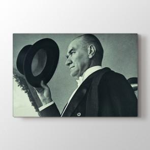 Atatürk Selam Verirken Tablosu | Atatürk Tabloları - duvargiydir.com