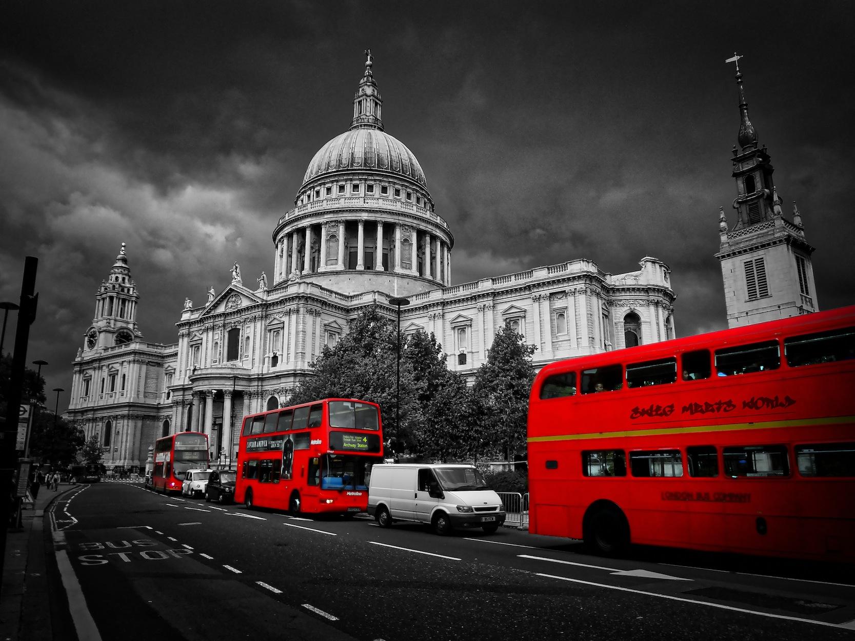 Londra'nın Kırmızı Otobüsleri - Resimli Dekoratif Duvar Kağıdı