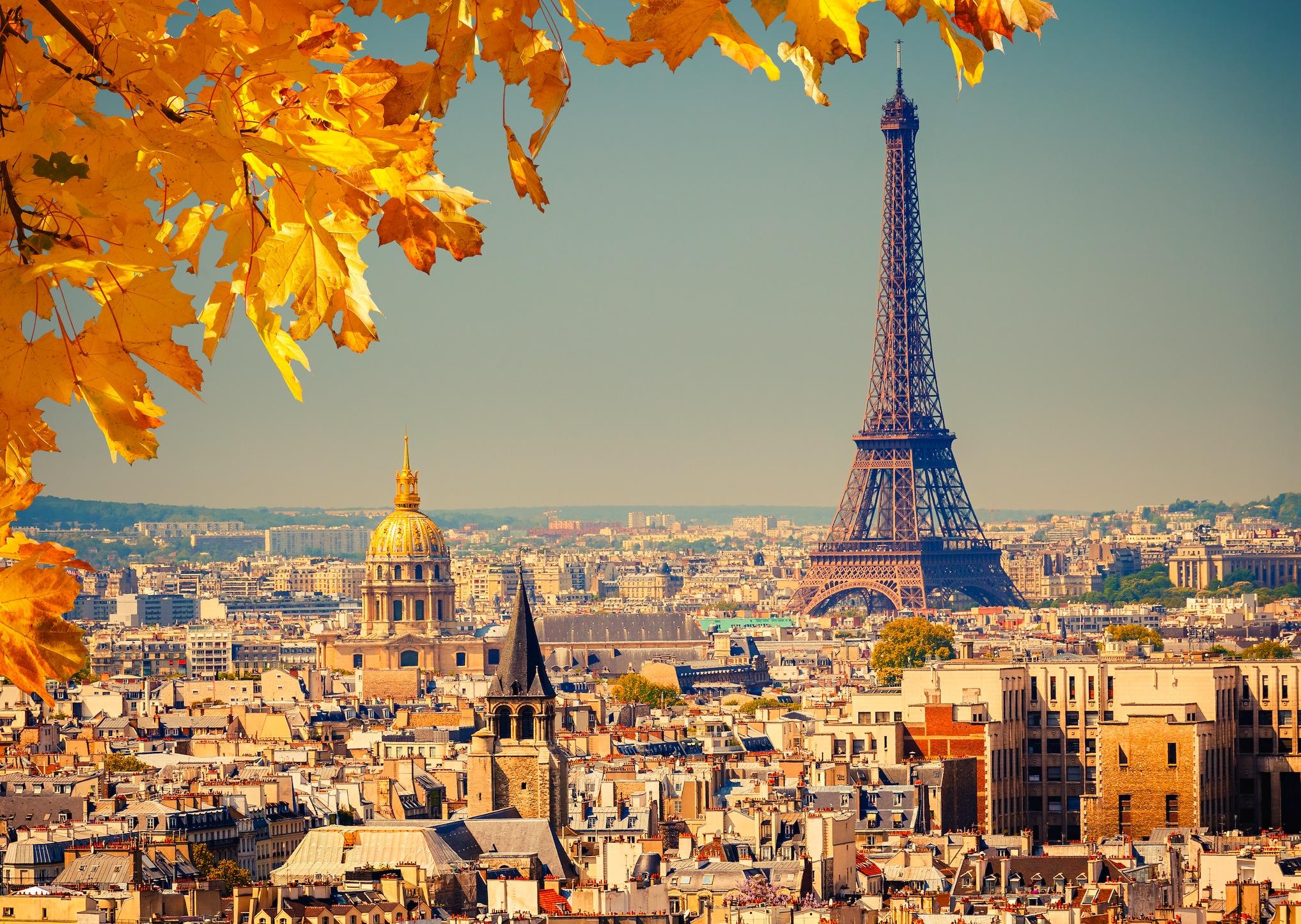 Paris'te Sonbahar - Kendinden Yapışkanlı Duvar Kağıdı